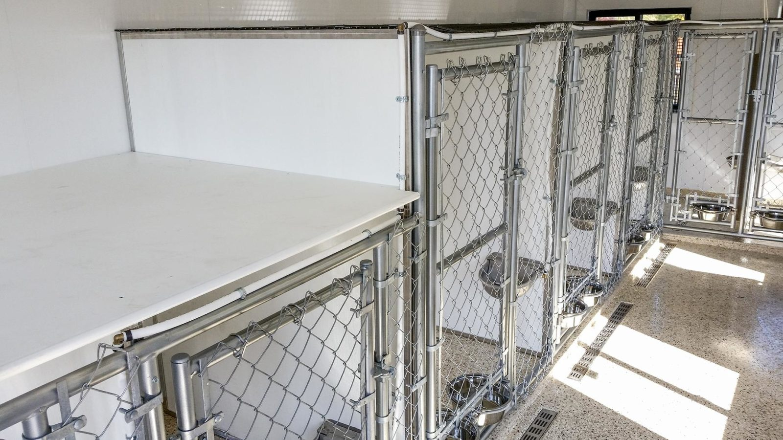 insulated dog kennel manufacturer